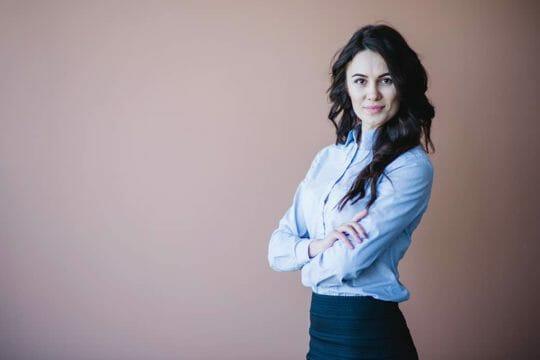 Mujeres en el poder: 4 cualidades que te llevarán al éxito en los negocios.